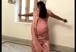 Titillating Hot Aunty bringing about Desi Mujra